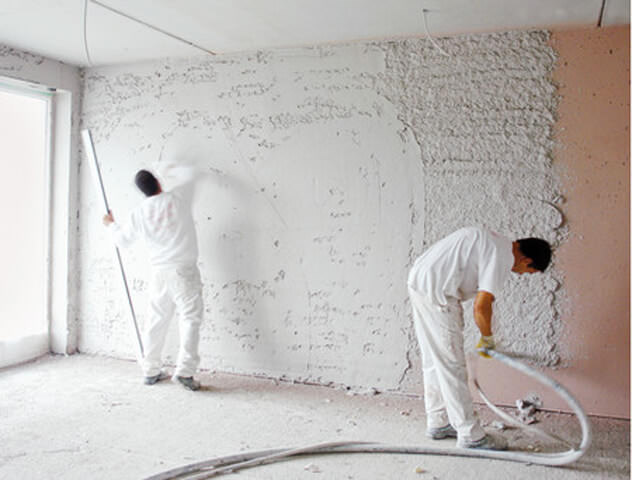 Оштукатуревание стен в ванной комнате