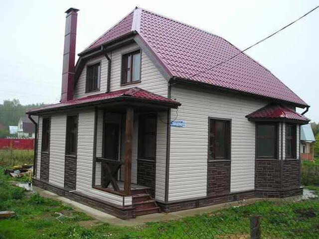 Каркасный дом с отделкой двумя видами сайдинга