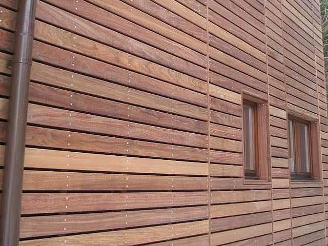 Каркасный дом с деревянной облицовкой планкеном