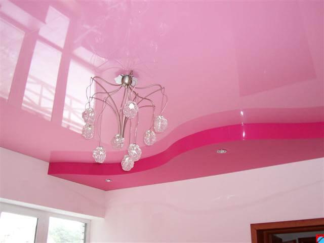 Натяжной потолок для квартиры с точечными светильниками