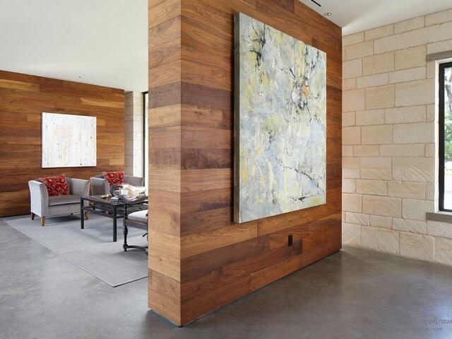 Использование деревянных панелей для отделки перегородок в квартире