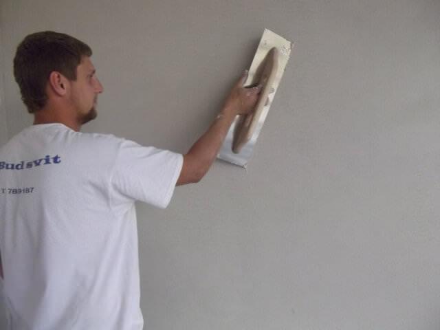 Зачистка стены под декоративную штукатурку