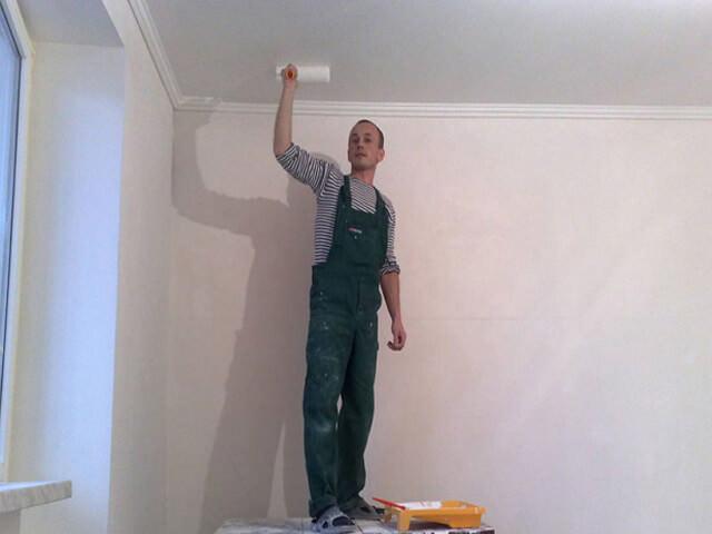 Чем покрасить потолок поверх водоэмульсионки