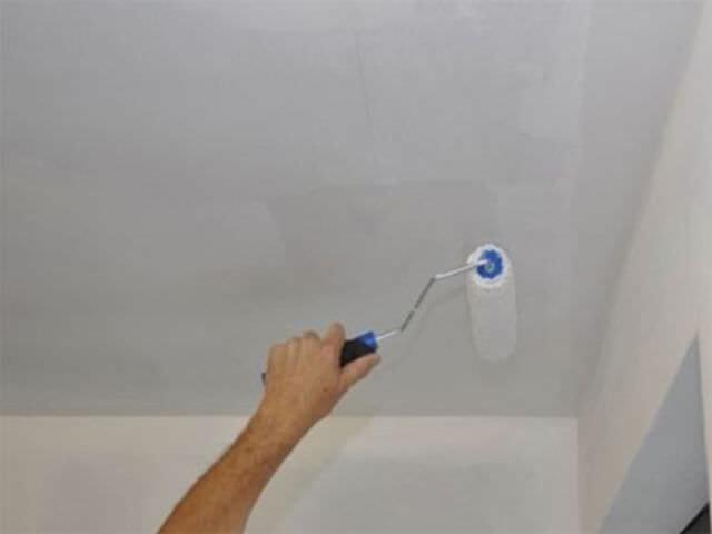 Как подшпаклевать отслоившуюся краску на потолке?