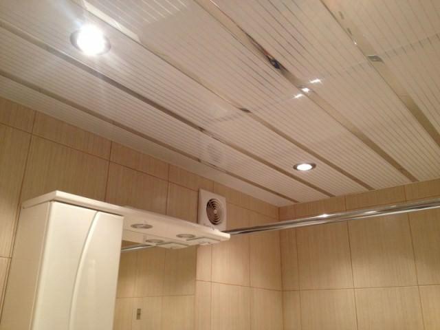 Установка пластикового потолка в ванной