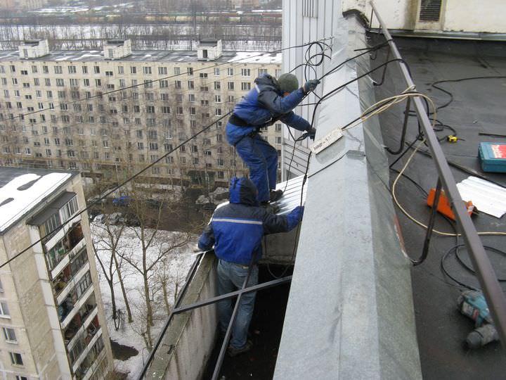 Установка балконного козырька: видео инструкция крепления от.