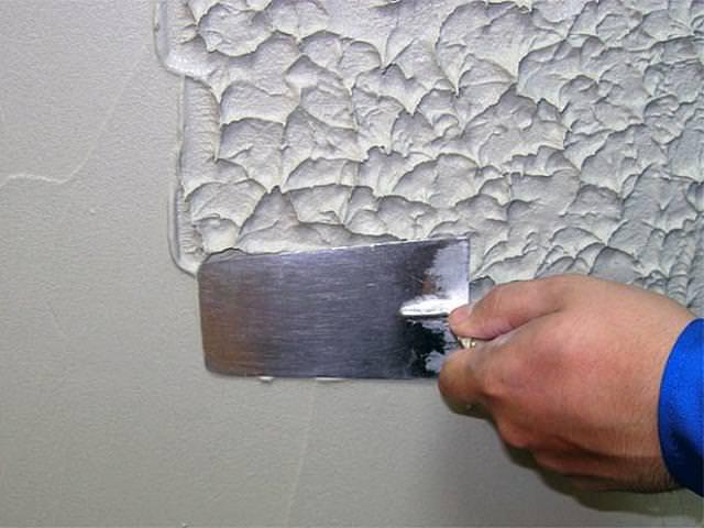 Нанесение на стены штукатурного раствора