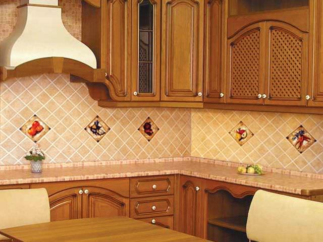 Керамика на стенах кухни