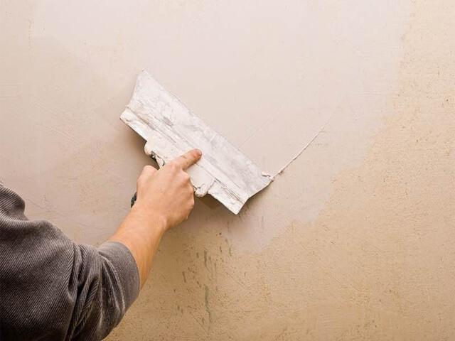 выравнивание стен шпаклеванием