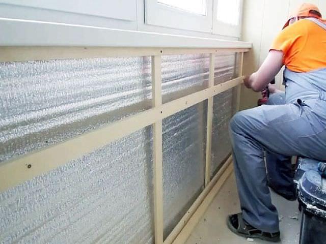 Процесс утепления стен балкона