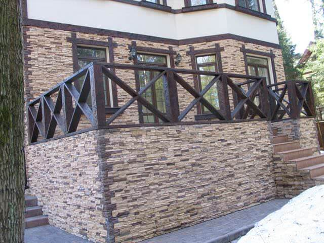 коттедж отделан каменной породой