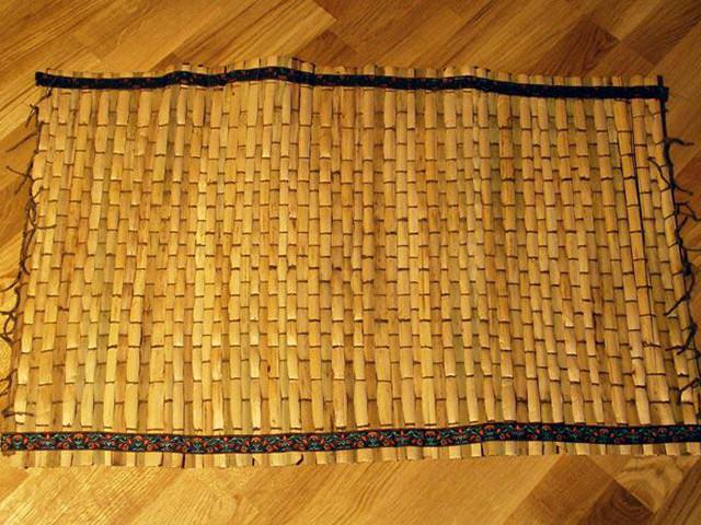 Плетен коврик циновка