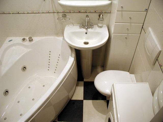 Объединение ванный и туалета